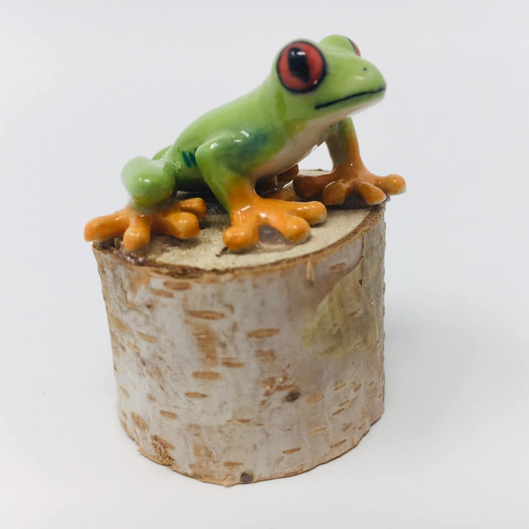 Porcelain Frog Figurine - Agalychnis callidryas 'Red-eyed Tree Frog' (Mounted on wood stump)